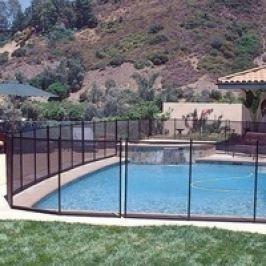 Bezpečnostní zábrana k bazénu
