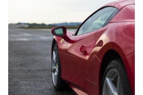 Zážitek - Jízda ve Ferrari na okruhu - Středočeský kraj Jízda na okruhu