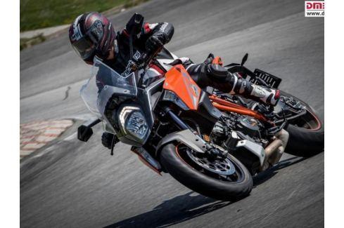 Zážitek - Motorky na závodním okruhu - Pardubický kraj Jízda na okruhu