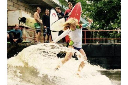 Zážitek - Surfing na řece - Středočeský kraj Adrenalin ve vodě