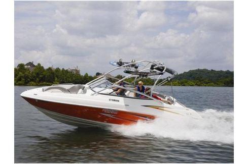 Zážitek - Jízda motorovým člunem Yamaha AR230 - Praha Adrenalin ve vodě